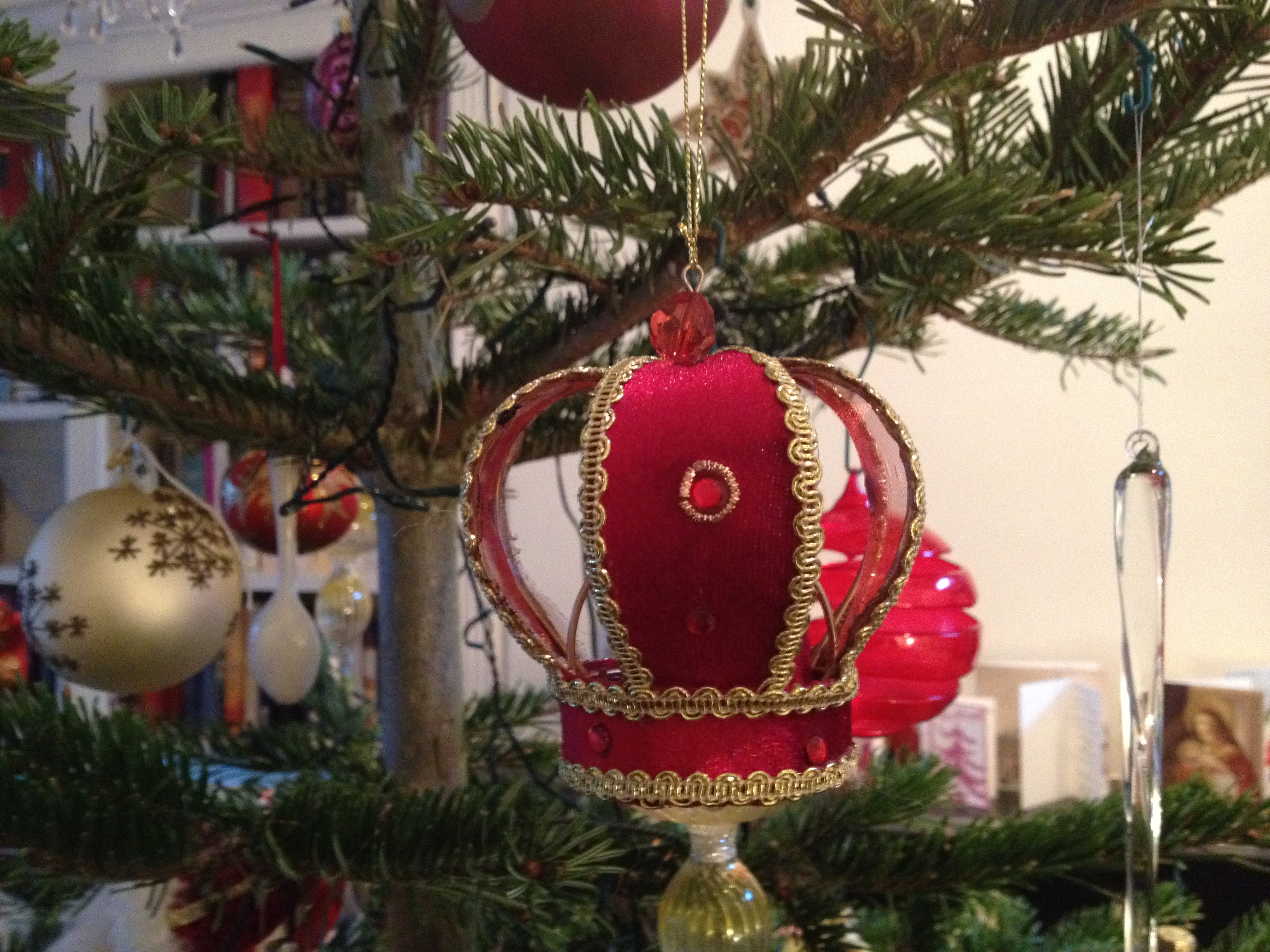 Christmas decoration all around the world - Crown Christmas Tree Decoration