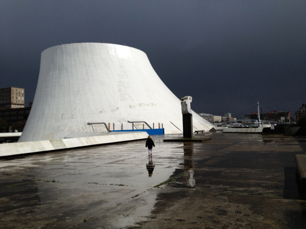 Oscar Niemeyer Volcano in the rain, Le Havre