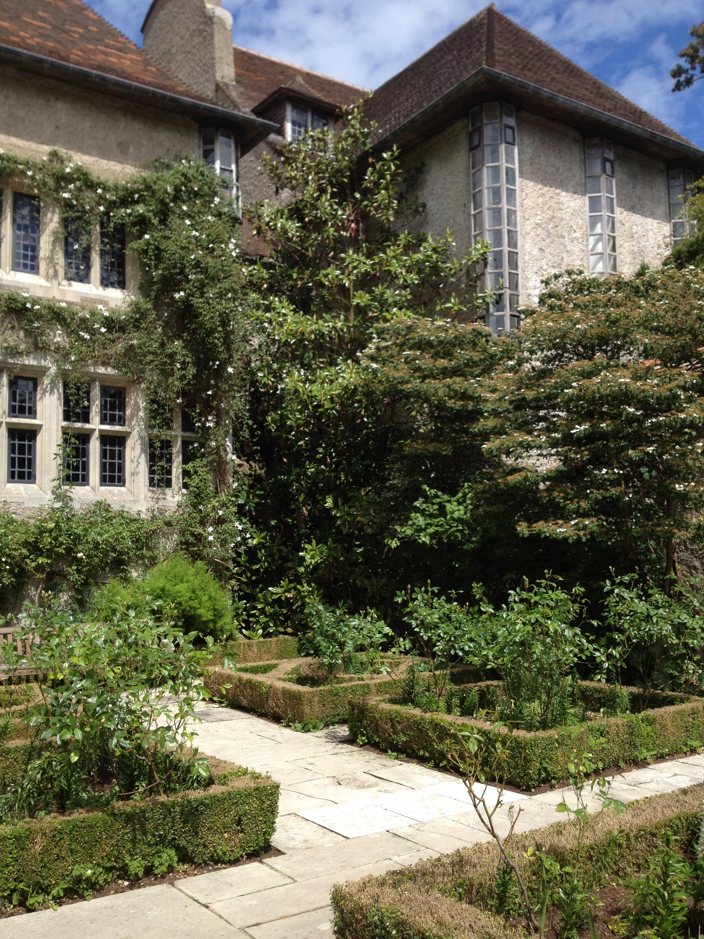 Gertrude jekyll chaumierelesiris Children and gardens gertrude jekyll