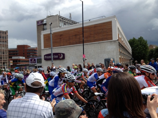 Women's Olympic Road Race goes over Putney Bridge, July 2012